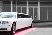 White limousine near office building — Stock Photo