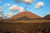 Paisaje volcánica bajo el volcán extinto — Foto de Stock