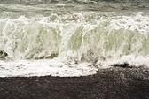 Heavy waves at beach — Stock Photo