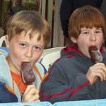 Children are enjoying ice cream — Stock Photo #5525918