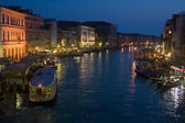 View from Rialto Bridge at the canale Grande at Night — Stock Photo