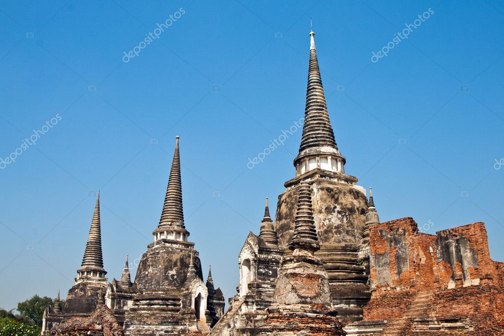 Famous temple area Wat Phra Si Sanphet, Royal Palace in Ajutthaya — Stock Photo #5520461