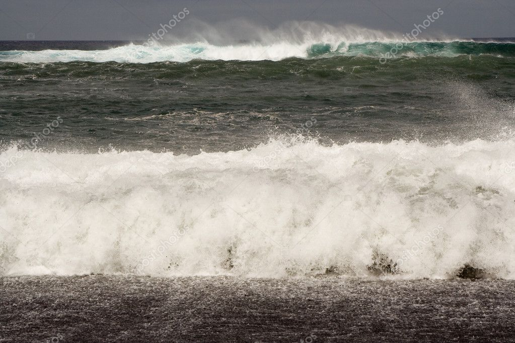 Heavy waves with white wave crest in storm at the beach from Janubio, a volcanic black beach, Lanzarote, Spain — Stock Photo #5522926