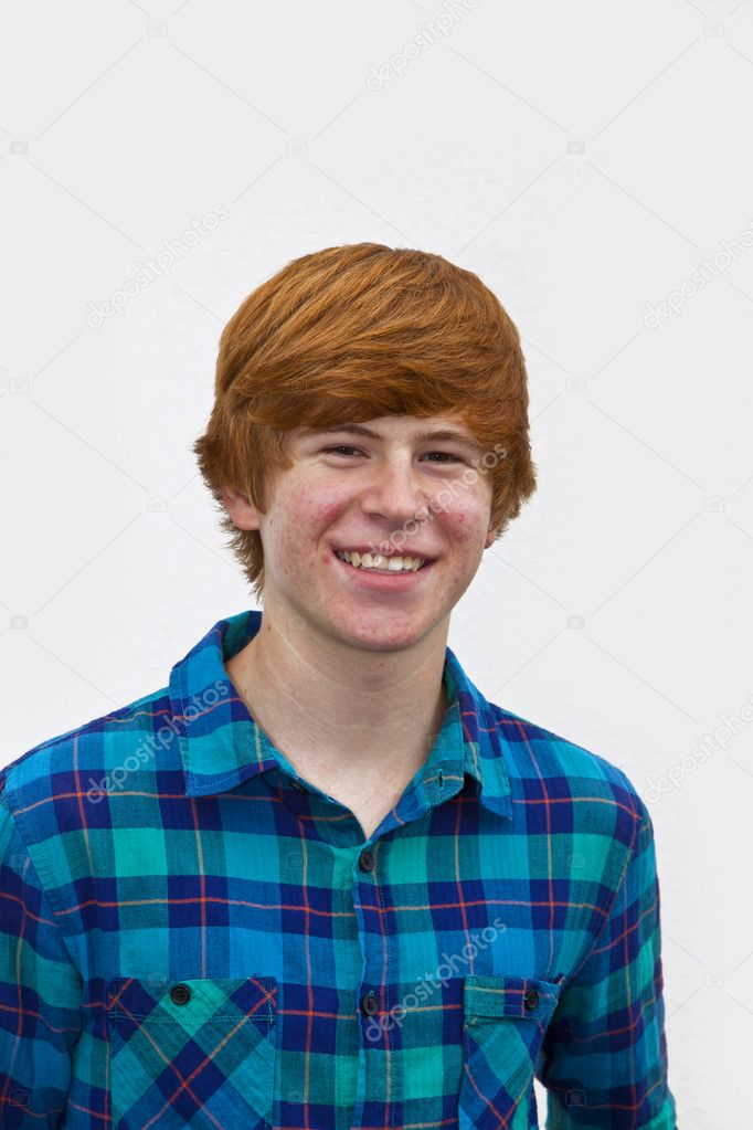 Portrait of cute smiling young man  in the garden — Stock Photo #5528785