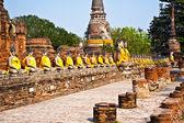 Statue di buddha nel tempio di wat yai chai mongkol in ayutthay — Foto Stock