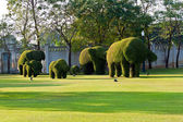 Bushes cut to animal figures in the park of Bang Pa-In Palace — Stock Photo