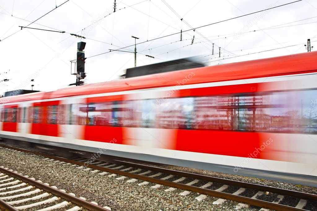 Train leaves the station with speed — Stock Photo #5534534