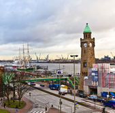 View to Landungsbruecken in Hamburg — Foto de Stock