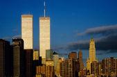 Tweelingtorens in zonsondergang — Stockfoto