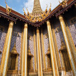 Famous temple Phra Sri Ratana Chedi in the Grand Palace — Stock Photo