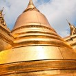 Famous temple Phra Sri Rattana Chedi covered with foil gold in t — Stock Photo