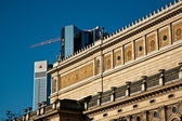 Old opera house in Frankfurt with blue sky — Fotografia Stock