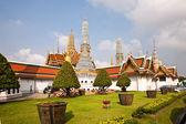 Slavný prangs v luxusním paláci v bangkoku v oblasti spánků — Stock fotografie