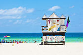 Wooden bay watch hut at the beach — Stock Photo