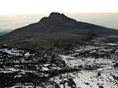 Escalar el monte kilimanjaro, la montaña más alta de áfrica — Foto de Stock