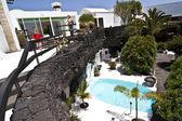 Yüzme Havuzu doğal volkanik kaya alan — Stok fotoğraf