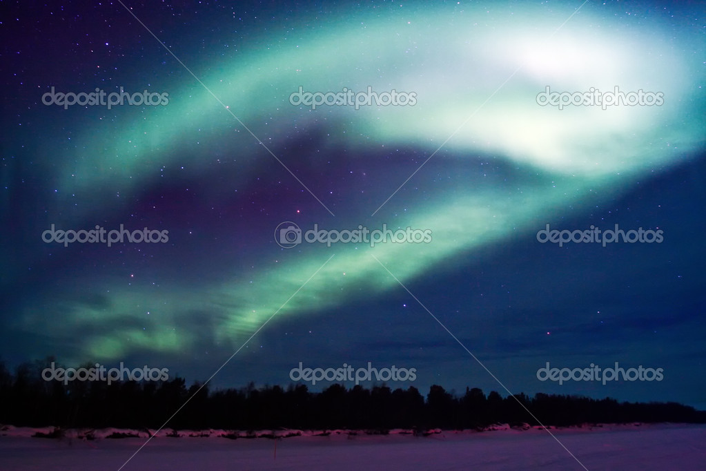 Northern lights (aurora borealis) display near Kaamanen, Finland — Stock Photo #5615494