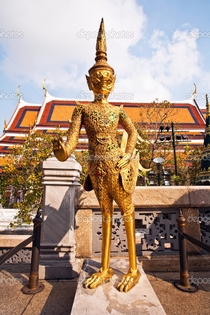 A kinaree, a mythology figure, is watching the temple in the Grand Palace — Stock Photo #5616057