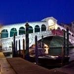 Rialto bridge by night in Venice — Stock Photo #5620028