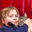 Young boy is hugging with his cat — Stock Photo