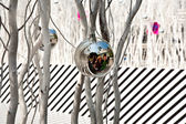 White painted branches give a harmonic background with chrismas — Stock Photo