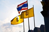 Flag of the king of Thailand in front of the Grand Palace in Ban — Stock Photo