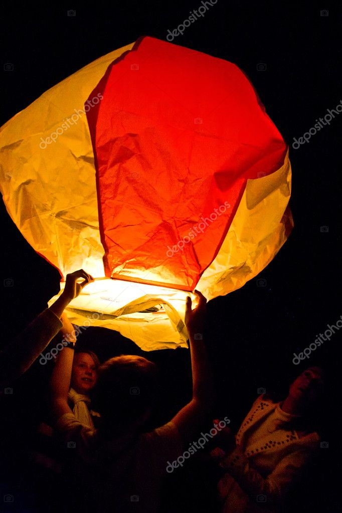 Hot air balloon hovering in the air by night — Stock Photo #5635439