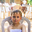 Boy sitting un the hotel area enjoys the vacation — Zdjęcie stockowe