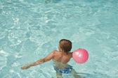 Young boy has fun in the pool — Stock Photo