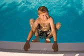 Child is posing in the pool and makes fun — Stock Photo
