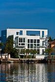 Belles maisons du centre-ville sur le front de mer de miami — Photo