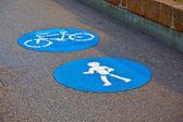 Símbolo de la vía y el icono para los peatones — Foto de Stock