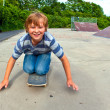 Boy enjoys skating at the skate park — Stock Photo