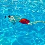Child has fun in the pool — Stock Photo #5678815
