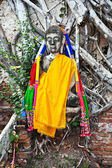 Buddha covered by roots in temple area Wat Phra Si Sanphet, Roya — Stock Photo