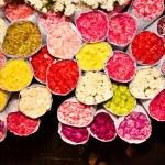 Roses on the flowermarket, early morning in Bangkok — Stock Photo