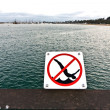 Jumping from pier in Santa Barbara is forbidden — Stock Photo