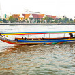 Boats on the river Mae Nam Chao Phraya with sunrise in Bangkok — Стоковая фотография