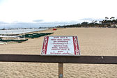 Warning for barefoot and high Heels at the pier in Santa Barbara — Stock Photo