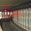 Train arrives in the underground station in New York — Stock Photo