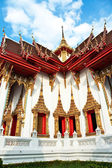 Temple Wat Thewarat at the river Mae Nam Chao Phraya — Стоковое фото