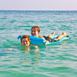 Brothers enjoy playing together in teh crystal clear ocean — Stock Photo