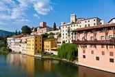 Vista de la grappa romántico pueblo basano sobre el río br — Foto de Stock