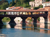 The old wooden bridge spans the river brenta at the romantic vil — Stock Photo