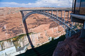 Bridge spans the the Colorado at Glen Canyon Dam near Page — Stock Photo