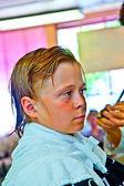 Jeunes garçons chez le coiffeur — Photo