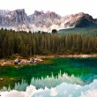Perfectly clear emerald lake in the mountains - Стоковая фотография