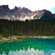 Perfectly clear emerald lake in the mountains — 图库照片