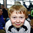 Young boy plays soccer and enjoys it - 图库照片