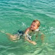 Child has fun in the ocean — Stock Photo